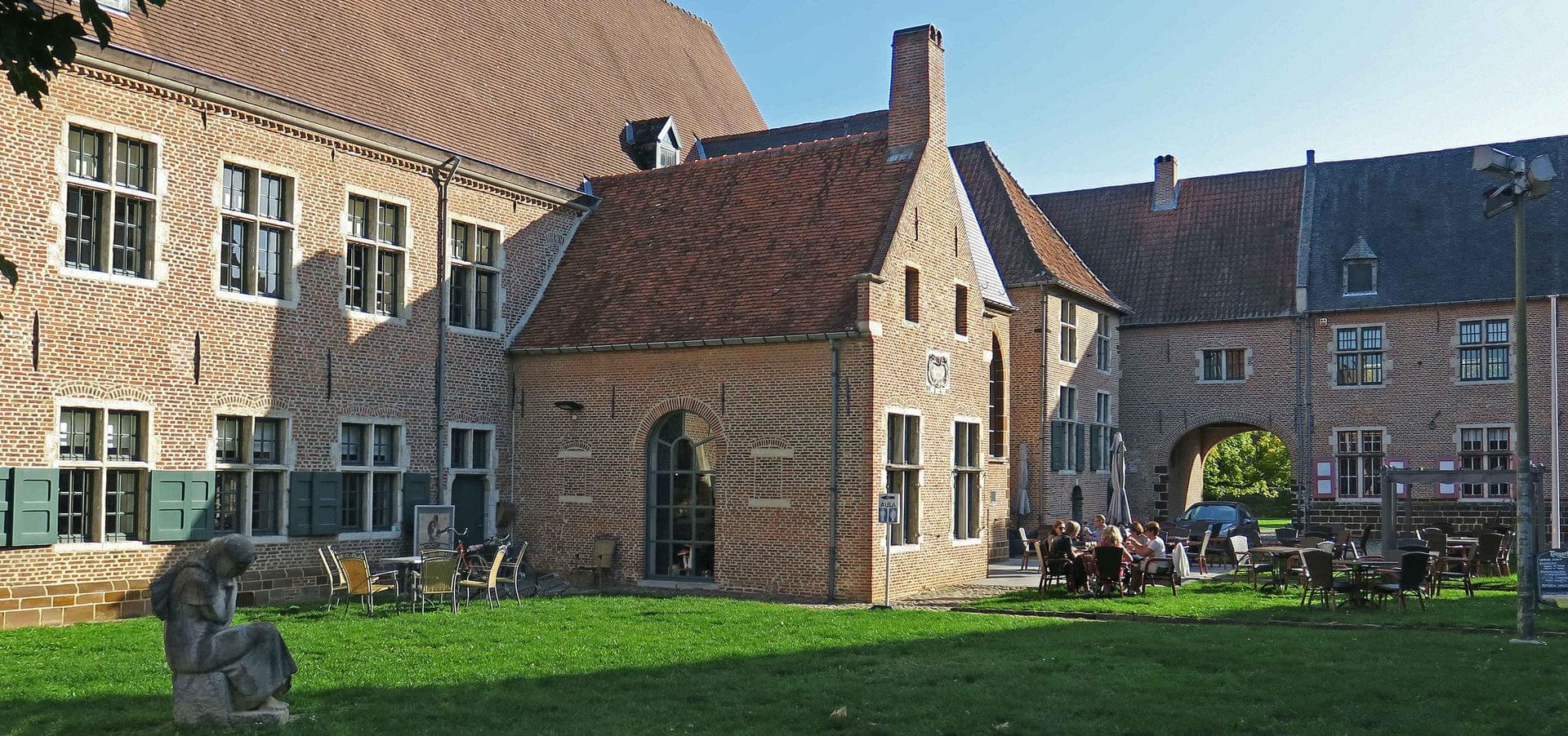 De Kapel, uw taverne en eetcafé gelegen in het Begijnhof van Diest | De  Kapel